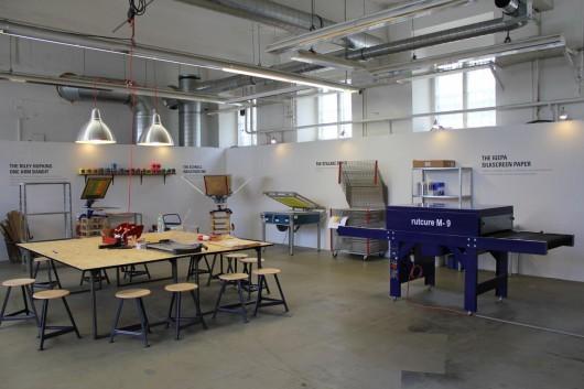 Relationship Playgrounds in Berlin. CROMATICS trifft auf Levis und Berliner im Print Workshop.