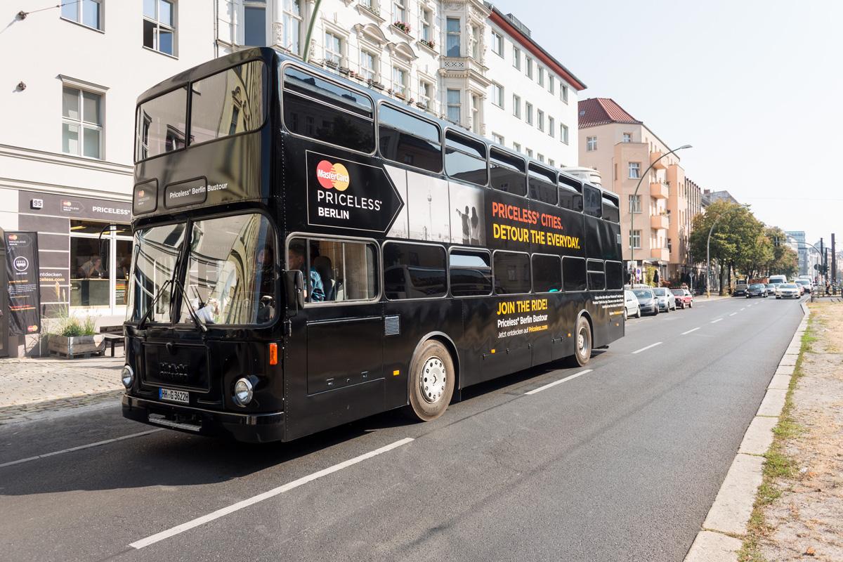 Ein echter Doppeldecker fuhr die Besucher durch Berlin.