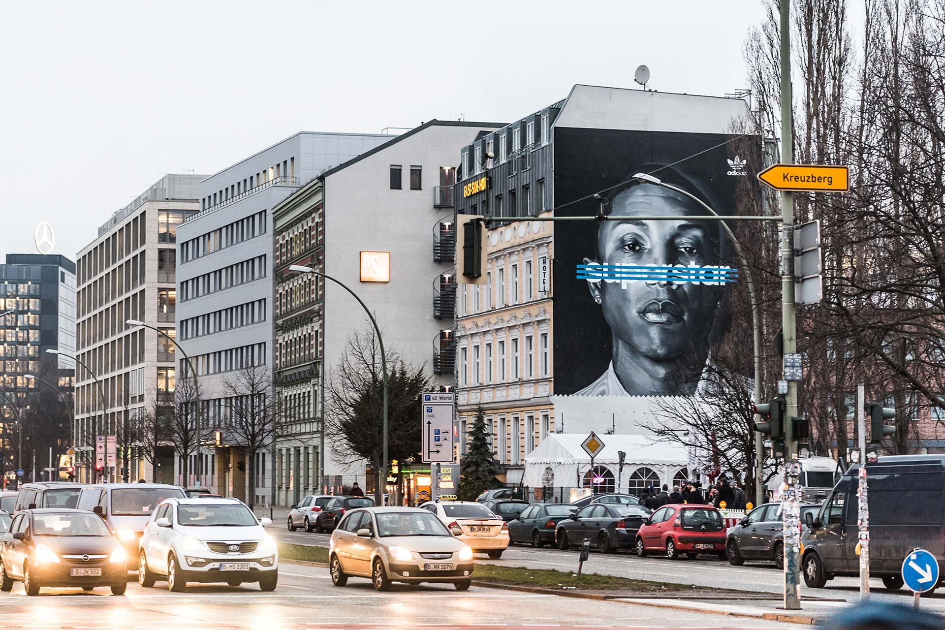 CROMATICS Berlin bringt Außenwerbung auf ein neues Niveau, hier mit der Kampagne von Adidas Superstars.