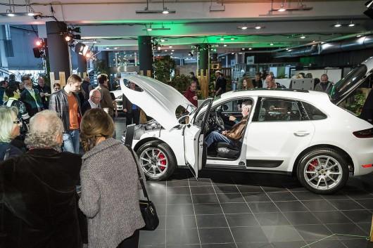 Berlin wird zum Großstadtjunge mit einem Porsche für Großstädter in Berlin.