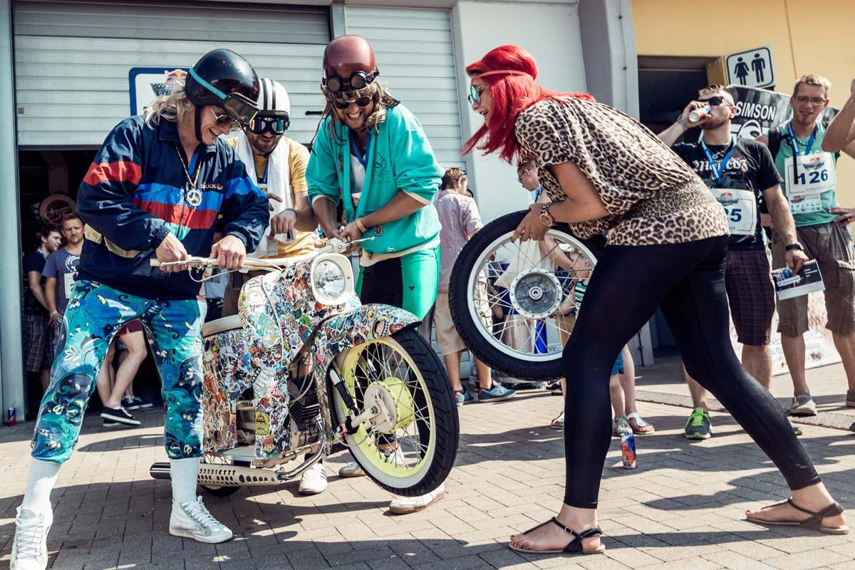 Trotz Wettbewerb und Gewinnerehrgeiz, der Spaß bleibt nicht auf der Strecke beim Red Bull Vogelfrei Event.