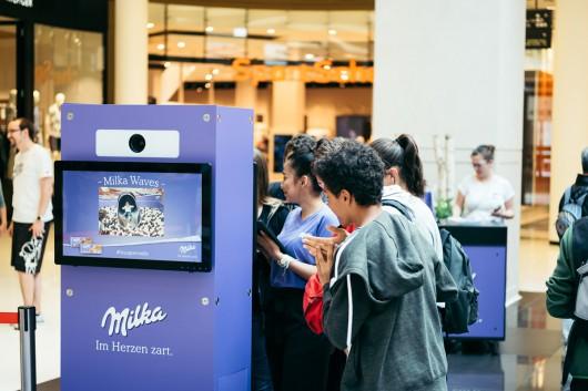 Die Social Box von reddo fotografiert die Rutschenden Gäste.