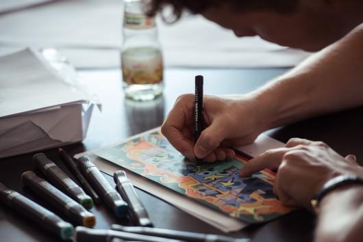 Mit Konzentration geht es an die Skizzen für die Murals.
