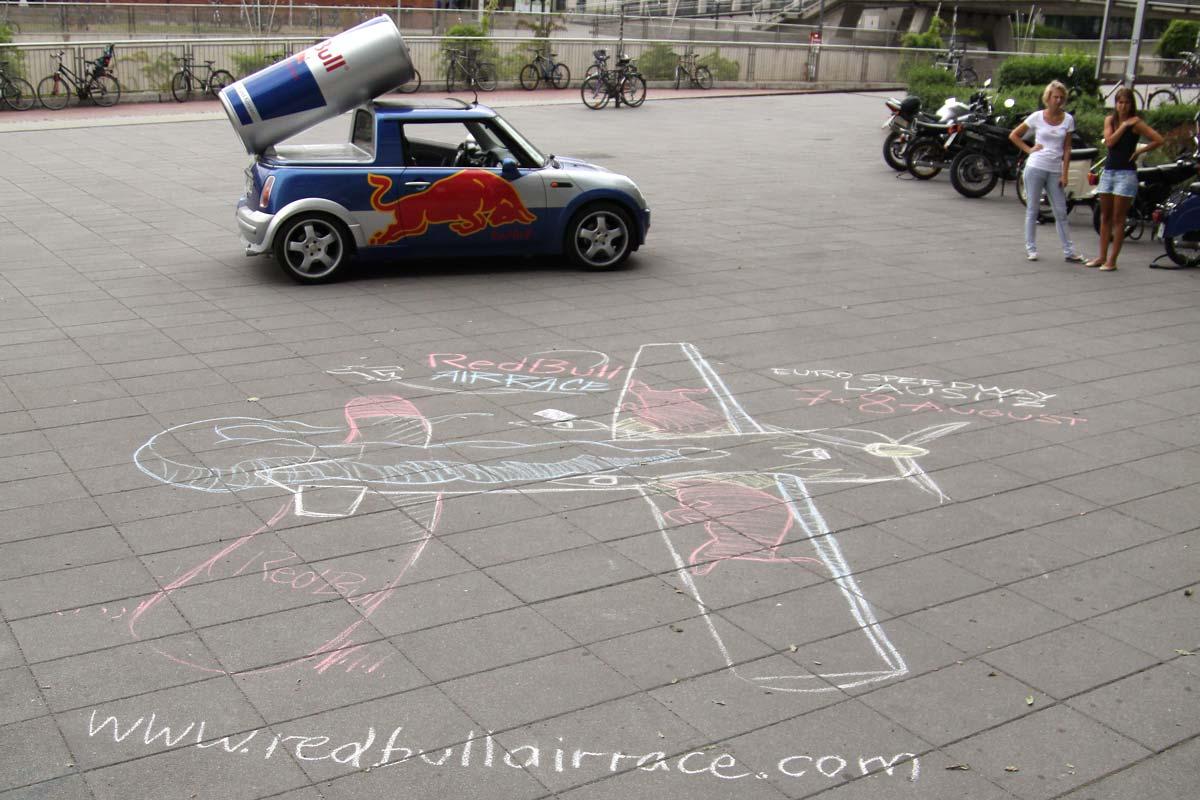 Street Art gemalt von CROMATICS für Red Bull vor der TU Dresden.