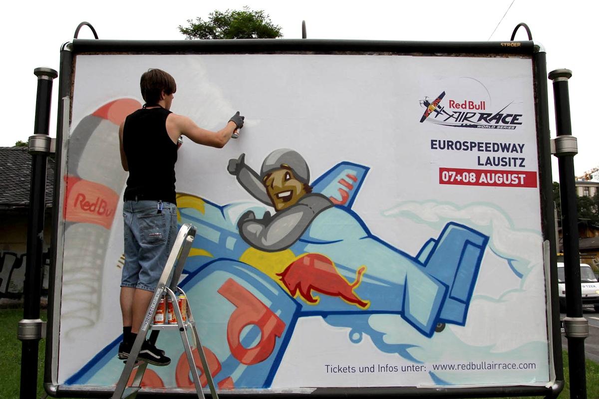 Das Outdoor Advertising für das Red Bull Air Race 2010 wird entwickelt von CROMATICS.