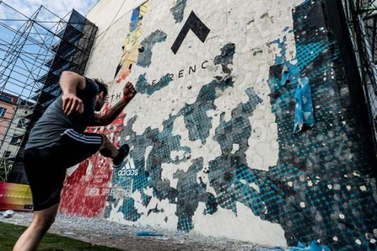 Die Wandwegputzend konnten alle Teilnehmer dieser OOH Aktion von adidas.