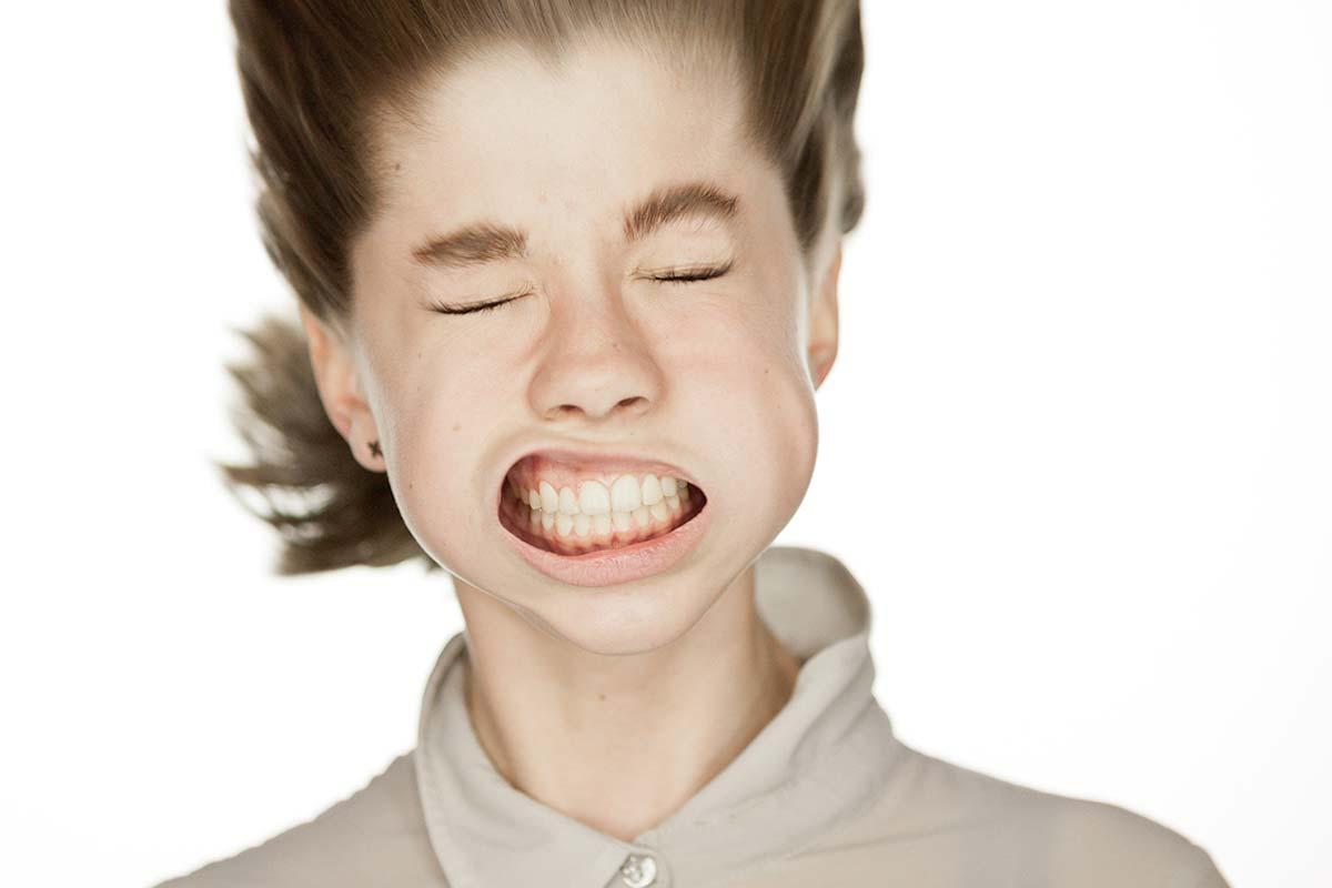 Facelifting der feinsten Sorte. Ein neuer Trend: Fotos mit Laubbläsern vorm Gesicht.