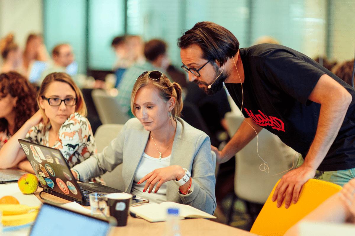 Die Adobe XD-Entwickler übernehmen den Workshop und zeigen den Teilnehmern was möglich ist.