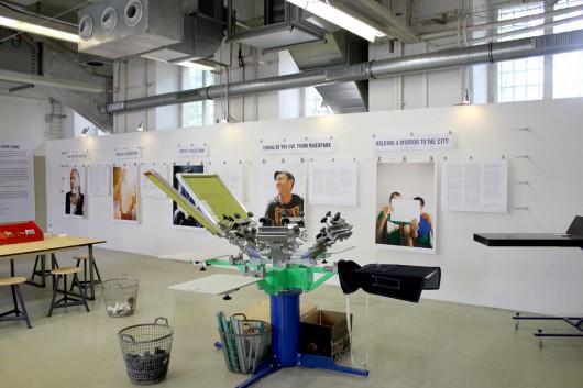 Die Siebdruckwerkstatt enstand druch CROMATICS für Levis Kampagne Go Forth in Berlin. Marketing und PR inklusive.